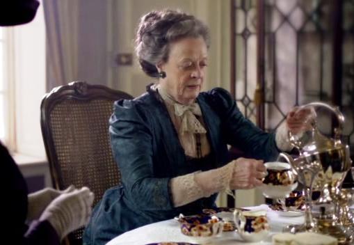 violet pouring tea