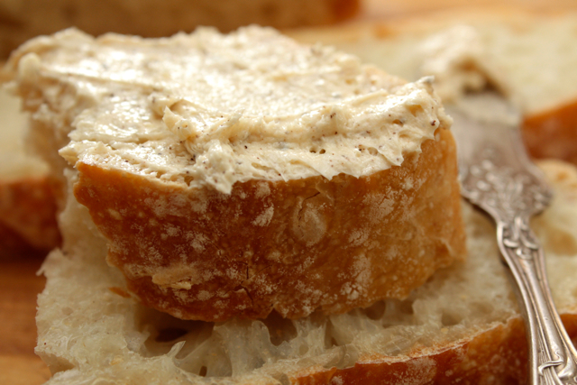 Fresh-bread-brown-butter