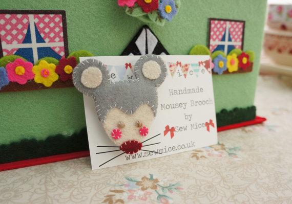 mousebrooch