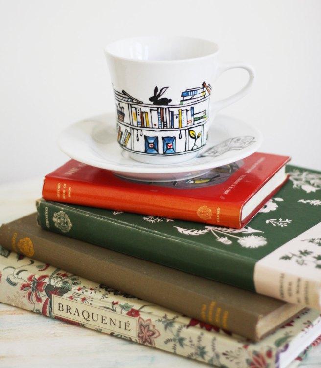 giftsbookshelfteacup